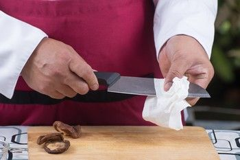 Küchenmesser richtig reinigen und pflegen für eine scharfe Klinge