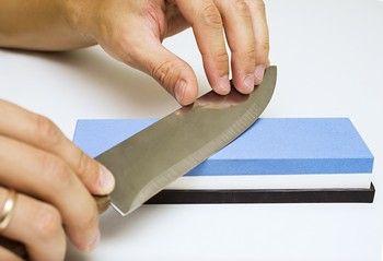 Wie mit dem Schleifstein richtig Messer schärfen